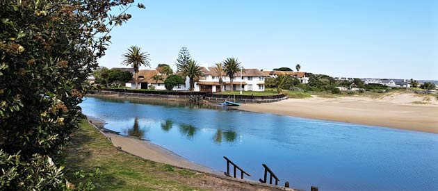 ST FRANCIS BAY BACKPACKERS